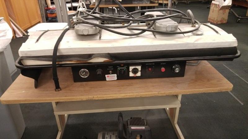 Press / fusing machine with vacuum