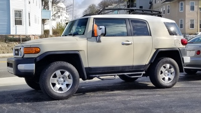 Toyota FJ Cruiser 2009 SUV, 3 Doors 6 Cylinders Cream Exterior/Black  Interior, 124214 Miles, 4WD Excellent Condition, Automatic Transmission.